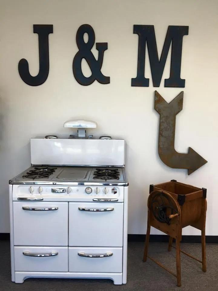 office J&M
